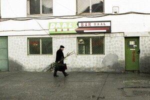 кадры и фото из фильма К востоку от Бухареста