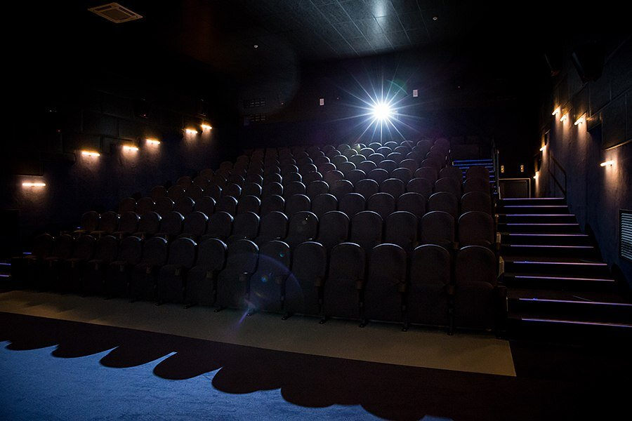 Афиша кино в континенте на сегодня театр табакерка афиша январь