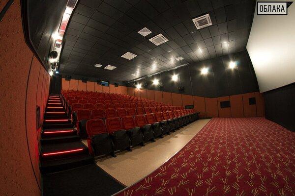 фотография кинотеатра Облака ─ Кинозал с удобными мягкими креслами