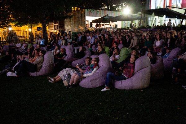 фотография киноклуба Кинотеатр в саду «Эрмитаж» (кинотеатр закрыт) ─ Зрители