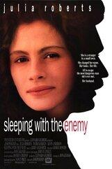 Постер к фильму «В постели с врагом»