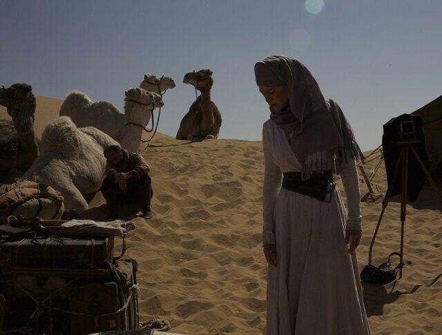 Сцены сцена из фильма как парень закапывал мобильник в пустыне молодых кончают