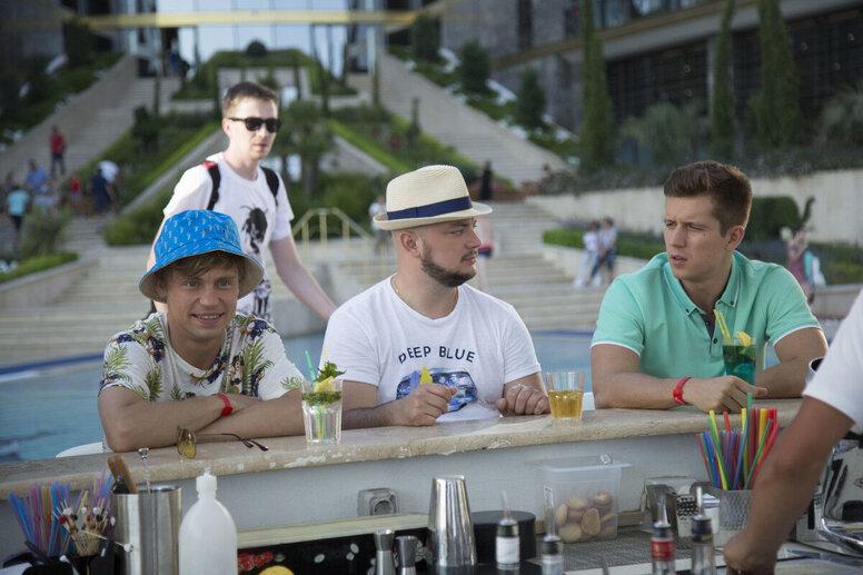 «Женщины против мужчин: Крымские каникулы»: Рецензия Киноафиши