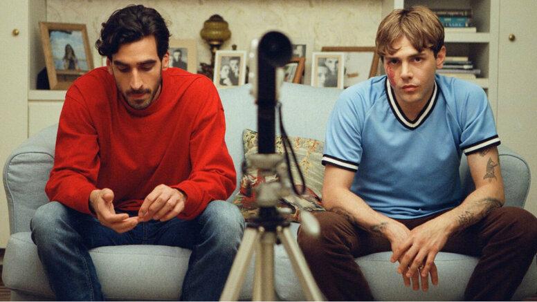 «Матиас и Максим»: Рецензия Киноафиши