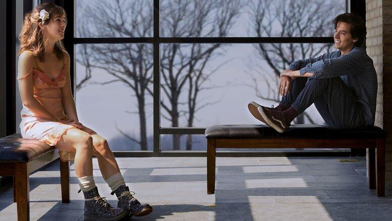 «В метре друг от друга»: Рецензия Киноафиши