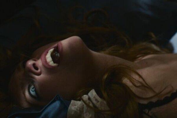 кадры и фото из фильма Поцелуй проклятой