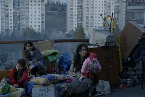 кадры и фото из фильма Улыбайся