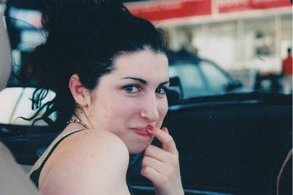 кадры и фото из фильма Эми