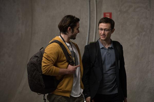 кадры и фото из фильма Сноуден