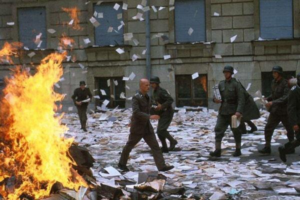 кадры и фото из фильма Бункер
