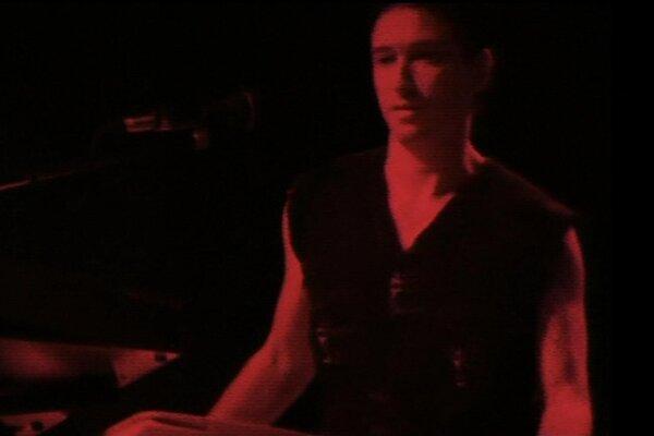 кадры и фото из фильма Depeche Mode: Devotional