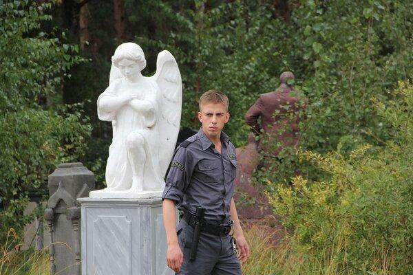 кадры и фото из фильма Парень с нашего кладбища