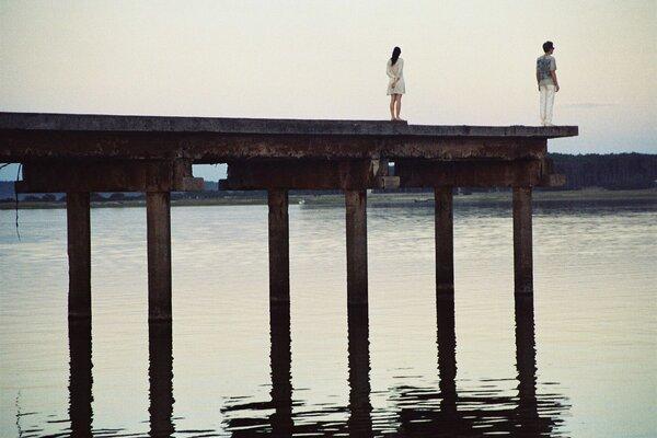 кадры и фото из фильма По ту сторону дороги