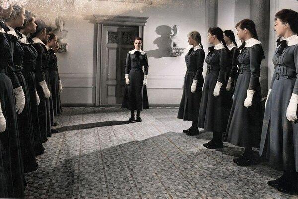 кадры и фото из фильма Девушки в униформе
