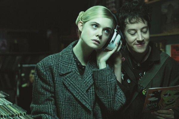 кадры и фото из фильма Как разговаривать с девушками на вечеринках