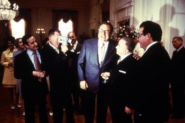 кадры и фото из фильма Никсон