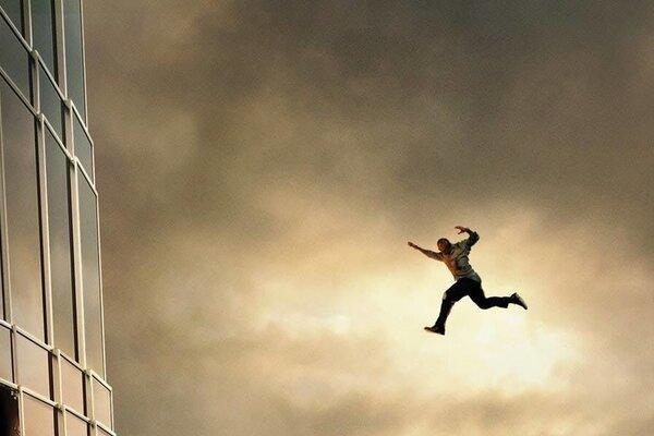 кадры и фото из фильма Небоскреб
