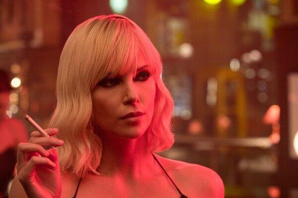 кадры и фото из фильма Взрывная блондинка