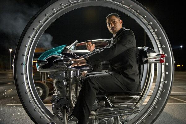 кадры и фото из фильма Люди в черном 3 IMAX 3D