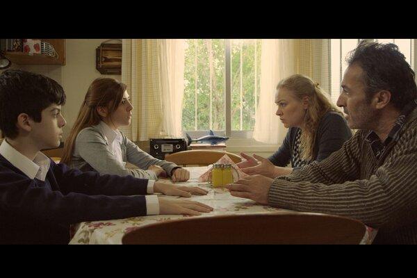 кадры и фото из фильма Член семьи