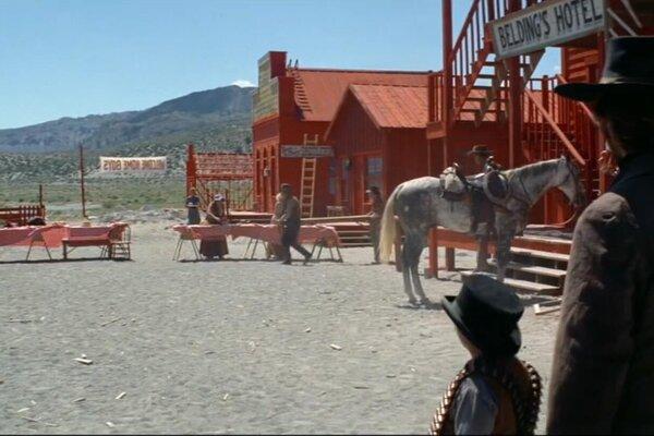 кадры и фото из фильма Бродяга высокогорных равнин