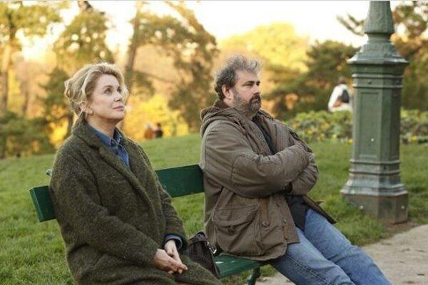 кадры и фото из фильма Женщина во дворе