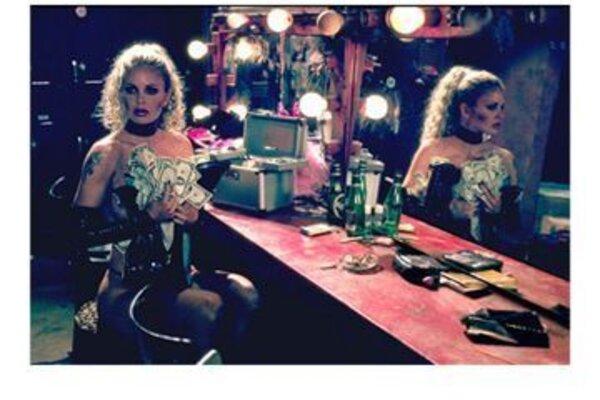 кадры и фото из фильма Танцы в «Голубой игуане»