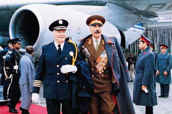 кадры и фото из фильма Полицейская академия 7: Миссия в Москве