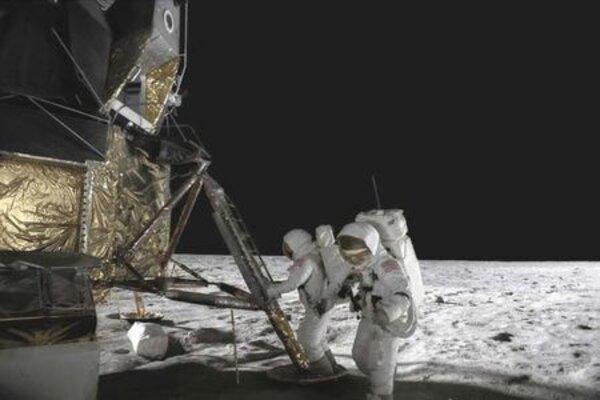 кадры и фото из фильма Путешествие на Луну 3D