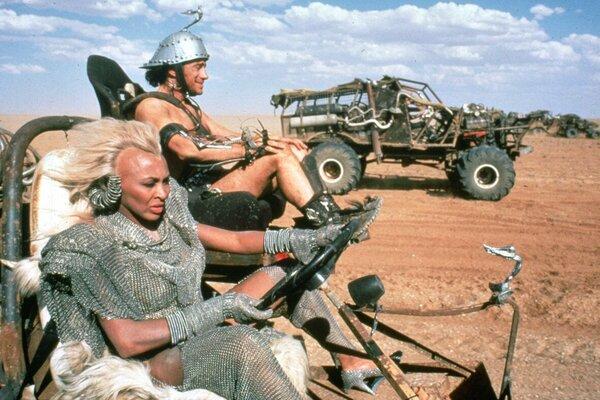 кадры и фото из фильма Безумный Макс 3: Под куполом грома