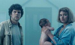 «Невероятно жуткий»: первые отзывы о триллере «Вивариум» с Джесси Айзенбергом