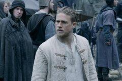 Чарли Ханнэм хочет исправить ошибки в «Мече короля Aртура»