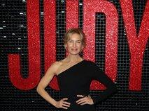 Фото: Рене Зеллвегер на красной дорожке премьеры «Джуди» в Австралии