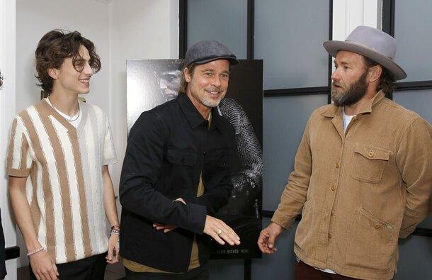 Брэд Питт поддержал Тимоти Шаламе и Лили-Роуз Депп на премьере «Короля»