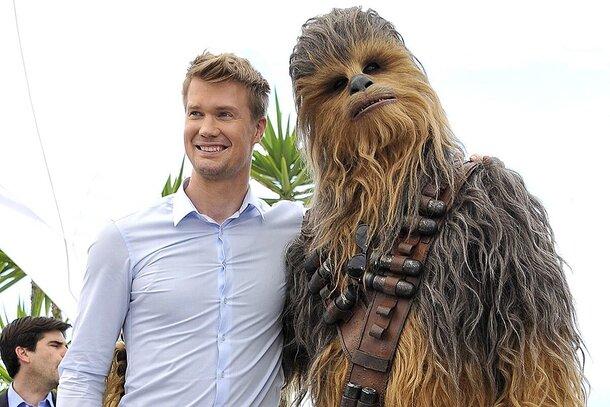 Исполнитель роли Чубакки рассказал, как импровизировал на съемках «Звездных войн: Пробуждение силы»