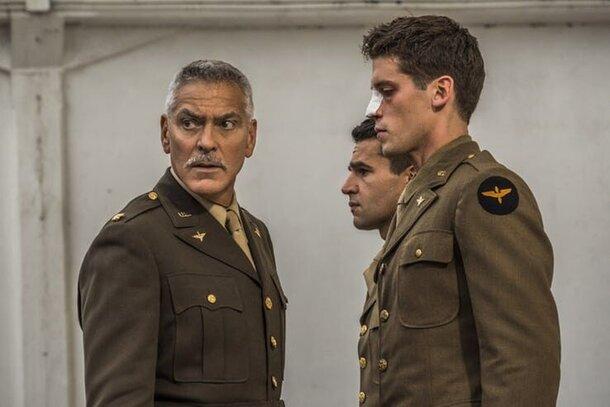 Джордж Клуни и Хью Лори на первых кадрах сериала «Уловка 22»