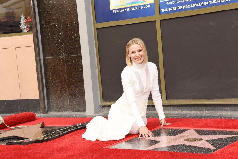 Звезды «Холодного сердца» Кристен Белл и Идина Мензел получили звезды на голливудской Аллее славы