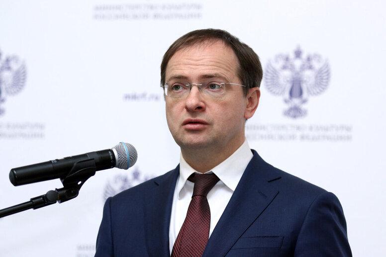 Мединский поддержал Асмус и скандальный «Текст»