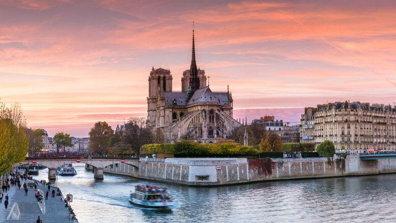 Горбун, американцы, Бельмондо и другие: Собор Парижской Богоматери в кино