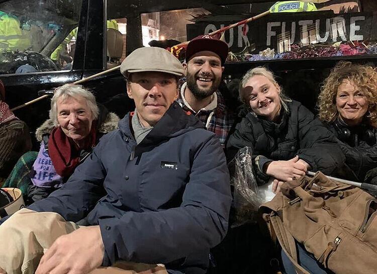 Бенедикт Камбербэтч поучаствовал в эко-протестах в Лондоне