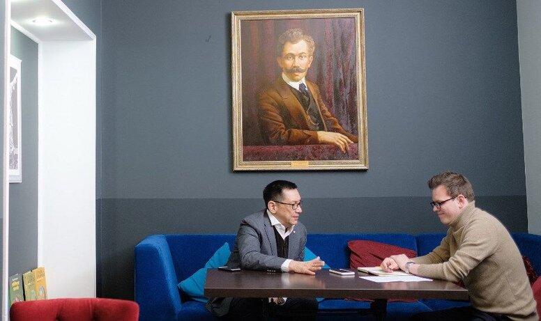 Интервью с режиссером Егором Кончаловским к премьере его приключенческой драмы «На Луне»