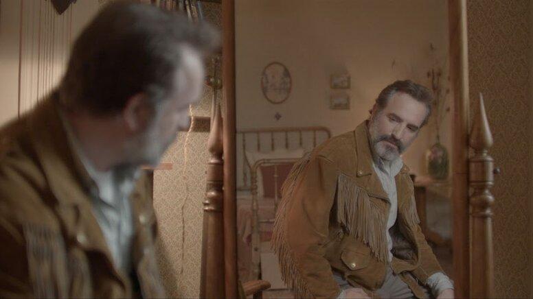 Куртка мирового господства: «Оленья кожа» с Жаном Дюжарденом