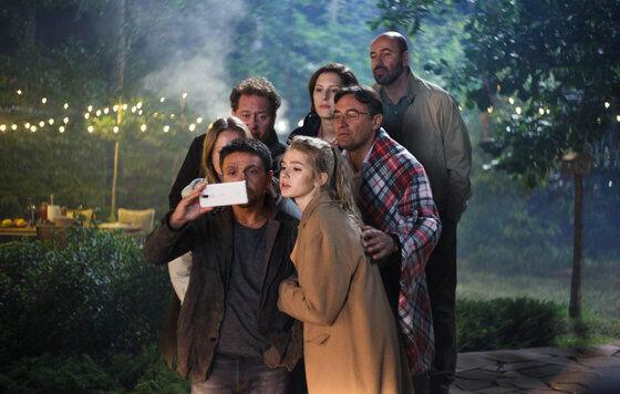«Идеальные незнакомцы» по-русски: «Квартет И» в трейлере фильма «Громкая связь»