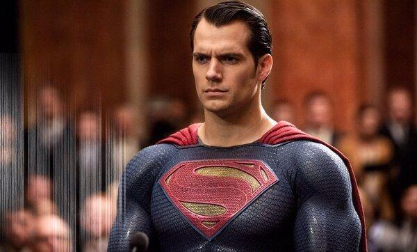 Зак Снайдер наконец-то показал Генри Кавилла в черном костюме Супермена из «Лиги справедливости»