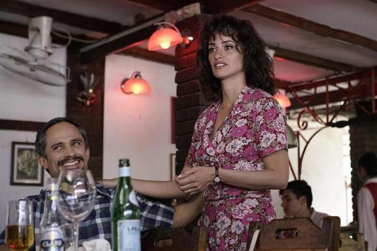 Большой кинематографический улей: «Осиная сеть» Оливье Ассайаса