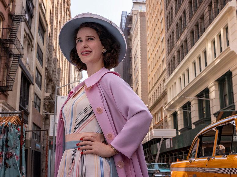Рэйчел Броснахэн пострадала из-за постоянного ношения корсета на съёмках «Удивительной миссис Мейзел»