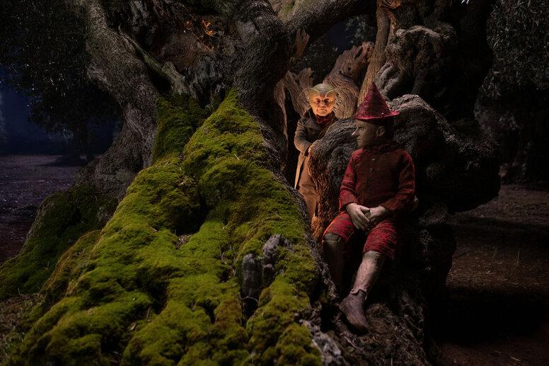 7 жутких фильмов, снятых по известным сказкам
