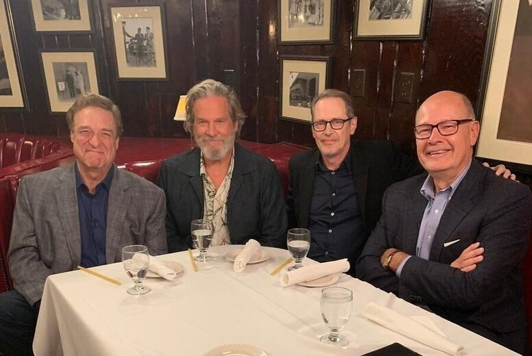 Старая гвардия 20 лет спустя: Джефф Бриджес, Стив Бушеми и Джон Гудман отмечают юбилей «Большого Лебовски»