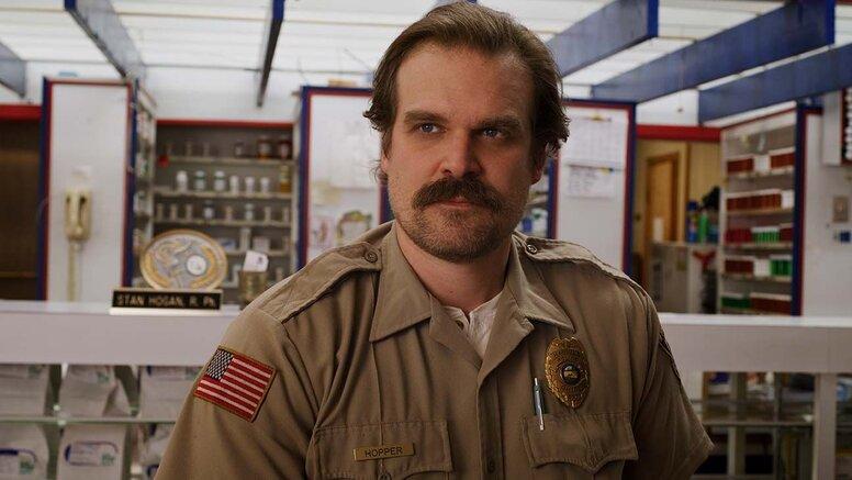 Новое фото со съемок 4 сезона «Очень странных дел» намекает на возвращение Хоппера