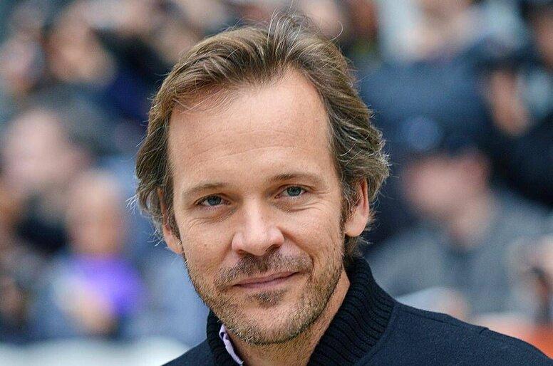 Питер Сарсгаард присоединился к касту «Бэтмена» в роли Харви Дента / Двуликого